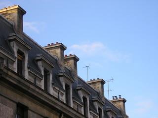 Vue du ciel et du haut d'un immeuble parisien