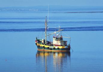 bateau au large de quebec.