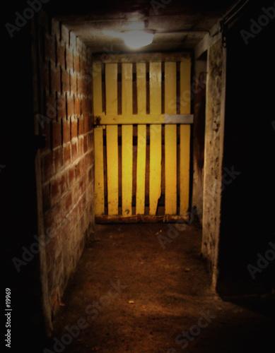 porte de cave jaune photo libre de droits sur la banque d 39 images image 19969. Black Bedroom Furniture Sets. Home Design Ideas