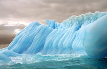 Foto auf Gartenposter Antarktika stripped iceberg