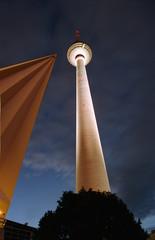 berliner fernsehturm mit dachspitze