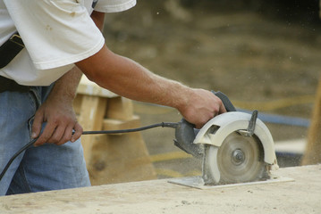 construction worker using a circular saw