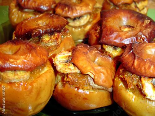 Яблоки фаршированные курицей в духовке с фото