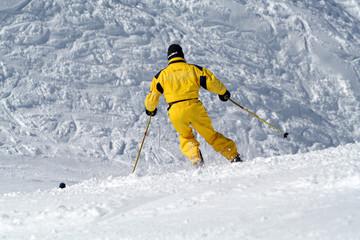 skieur jaune