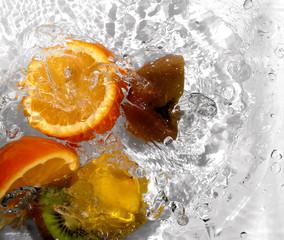 Poster de jardin Eclaboussures d eau fruits14