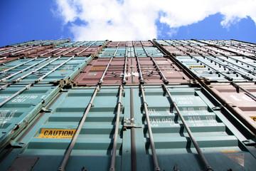 container und himmel