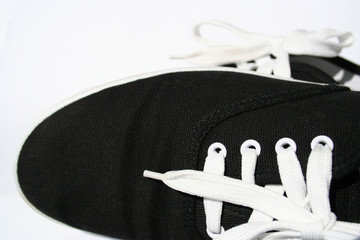 chaussure noire et blanche