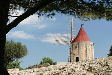 Foto auf Gartenposter Mühlen moulin en provence