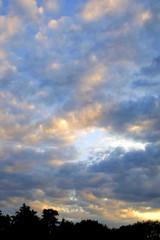 sonnenuntergan in den wolken