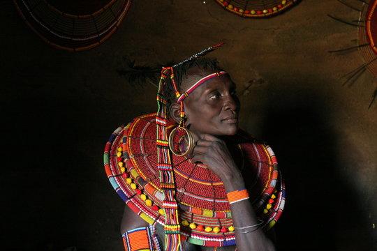 portrait de femme samburu