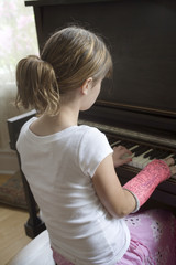 maggie plays piano
