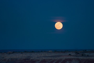 horizontal moon