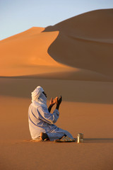 prière dans le désert