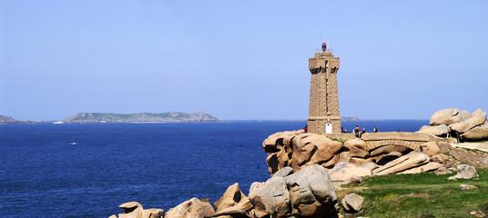 Foto auf Gartenposter Leuchtturm phare de ploumanach