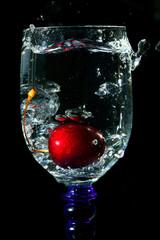 Poster de jardin Eclaboussures d eau diving of the cherry