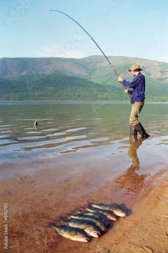рыбалка на озере нерадово