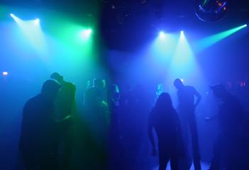 tanzende teenagers