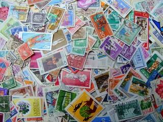 ein haufen briefmarken 3