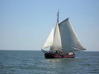 unter vollen segeln