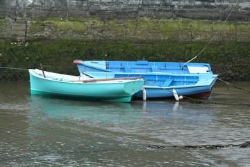 les trois barques echouees