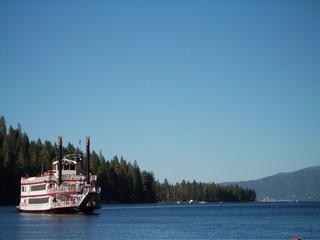 bateau à roue et à vapeur