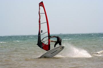 planche à voile à la tranche sur mer (85)