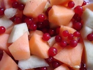 entrée de melons et groseilles