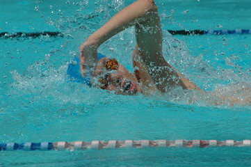 freestyle swimmer in 100m free race