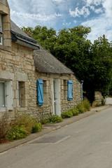 maison bretonne et route
