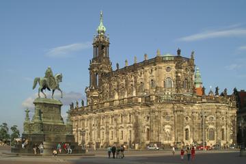 theaterplatz in dresden mit hofkirche