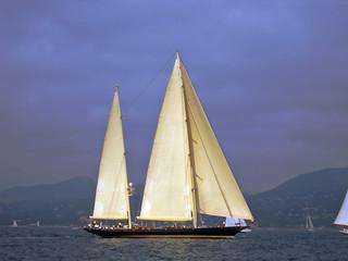 2 mast sailing yacht