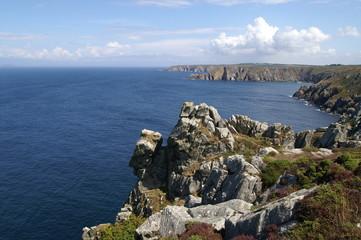 le beau paysage sauvage côtier breton