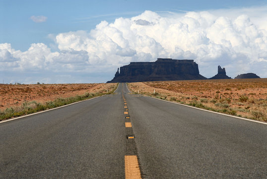 road with no end in monument valley national park