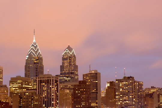 philadelphia skyline with pink evening sky