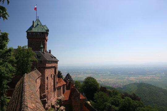 chateau du haut koenigsbourg sur plaine d'alsace
