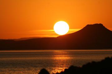 coucher de soleil su le lac nasser