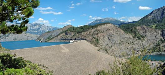panorama du barrage de serre-ponçon (alpes - franc