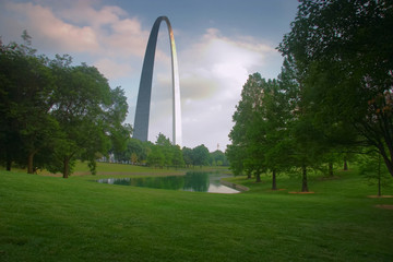 st. louis  gateway arch from park with pond