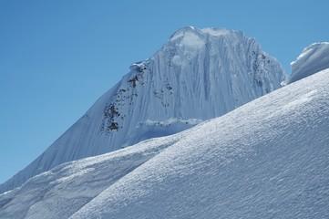 mountain alpamayo_1