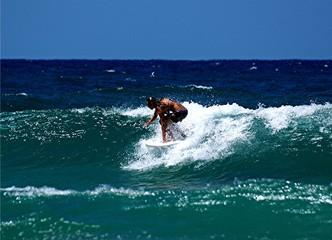 girl surfing 25.