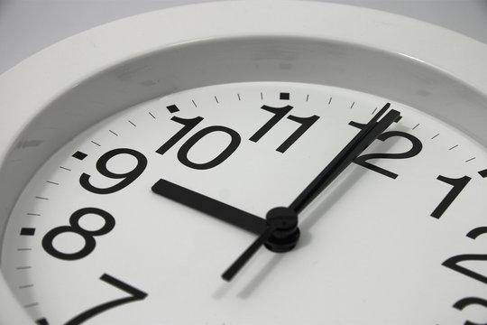 clock at 9am