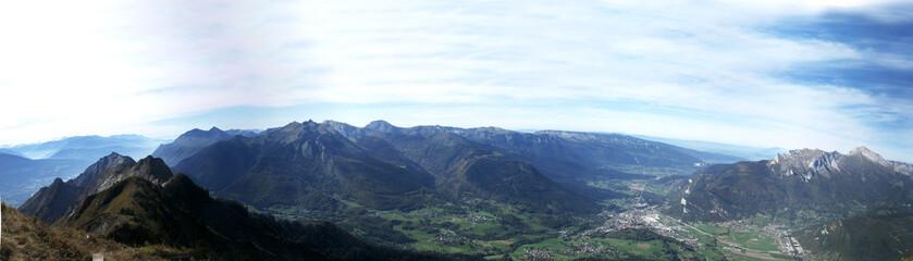 montagnes et vallée lac annecy