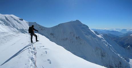 alpiniste sur la voie normale du mt blanc