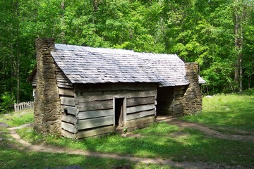 pioneer home in the smoky mountains