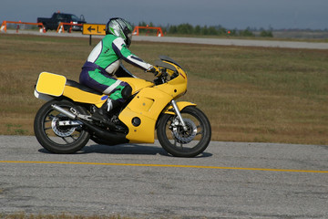 Foto op Canvas Snelle auto s yellow motorcycle
