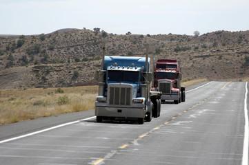 trucks auf dem highway