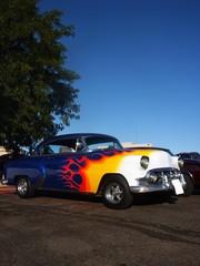 Fototapete - flames on a blue hotrod