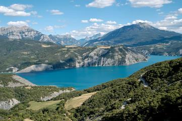 lac  de serre-ponçon  (alpes france)