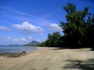 Ko Chang es la segunda isla más grande de Tailandia  y cerca de la frontera con Camboya