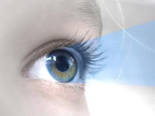 yeux rayon bleu